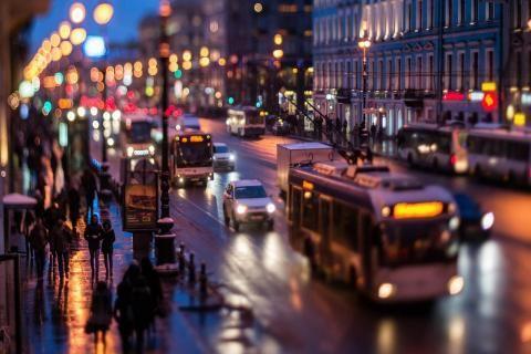 شهادة مخالفات -سيارات تسير في الطريق