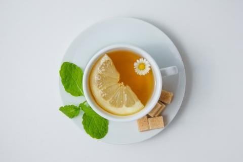 فوائد الشاي الاخضر بالليمون -فنجان شاي أخضر بالليمون