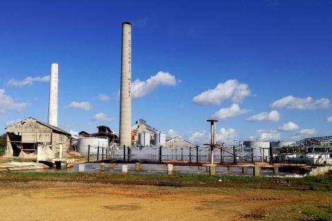 مصانع السكر في الإسكندرية -صورة مصنع في أرض واسعة وله أبراج