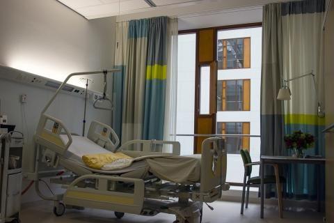 مستشفى الكاتب -سرير المريض