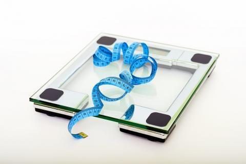 فوائد العرقسوس للتخسيس -ميزان لقياس الوزن