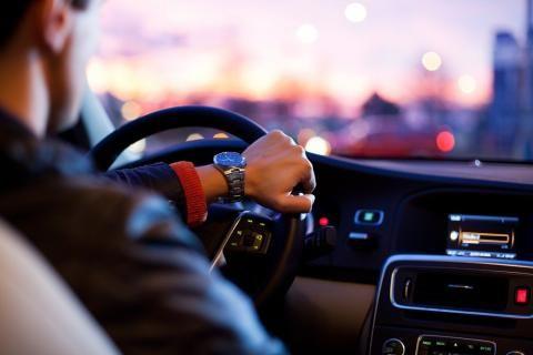 تجديد رخصة القيادة 2021: الإجراءات والرسوم وشروط التجديد