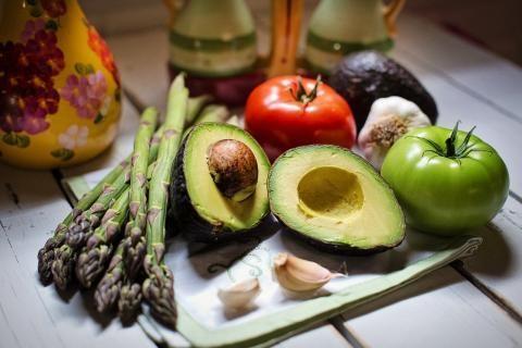 وجبات نظام الصيام المتقطع -أفوكادو وخضروات