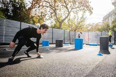 حمية الصيام المتقطع -رجل يؤدي التمارينات الرياضية