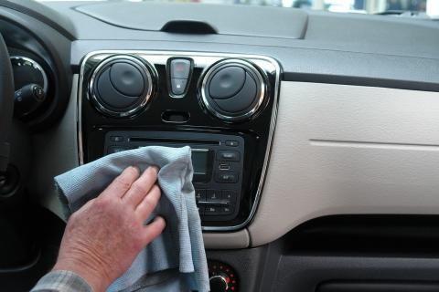 مغسلة سيارات -تنظيف السيارة من الداخل