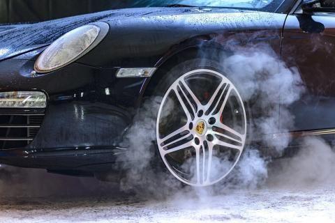 مغسلة سيارات -تجفيف السيارة