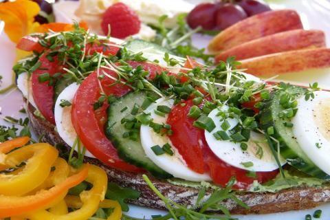 أطعمة يفضل تجنبها قبل عملية استئصال القولون -الأطعمة الممنوعة لمن يعانون من اعراض سرطان القولون