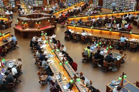 قاعة أجهزة الكمبيوتر في جامعة الامير سلطان